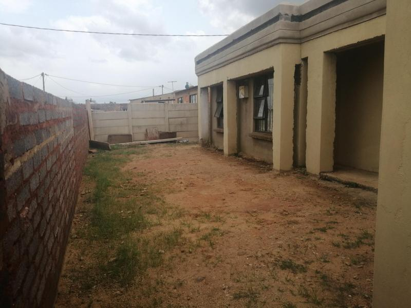 House For Sale in Masechaba View, Duduza