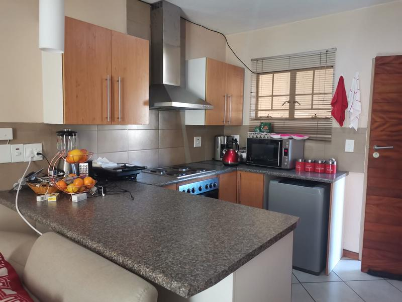 Apartment / Flat For Rent in Noordwyk, Midrand